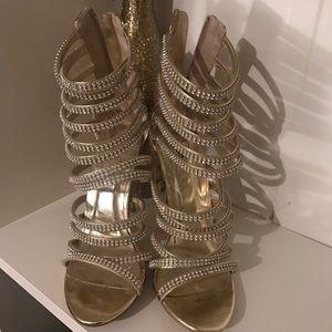 KILLER sparkly gold heels